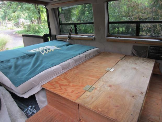 rusty the van - road trip - bed desk