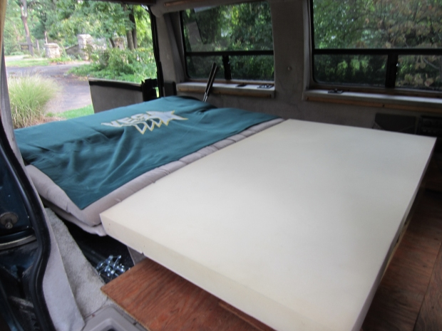 rusty the van - road trip - bed desk